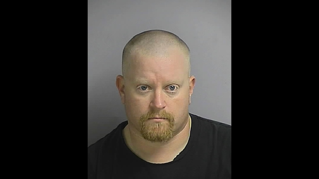 Orange County corrections officer charged with shoplifting