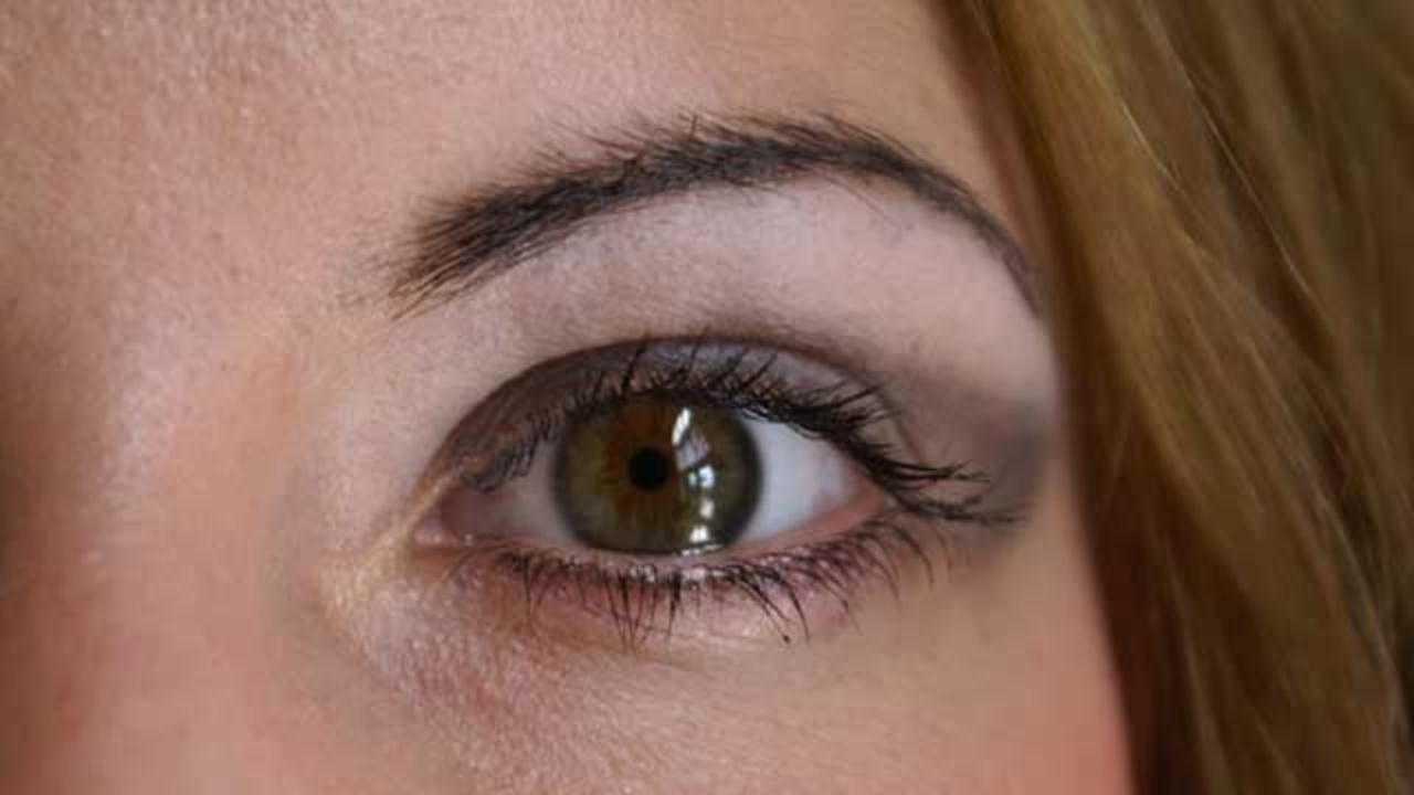 Eyelash Extensions Show Troubling Side Effects