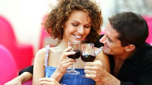 couple on date drinking wine