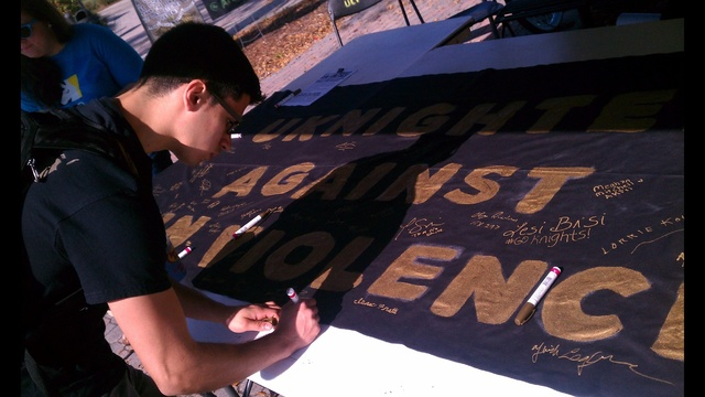 students sign banner