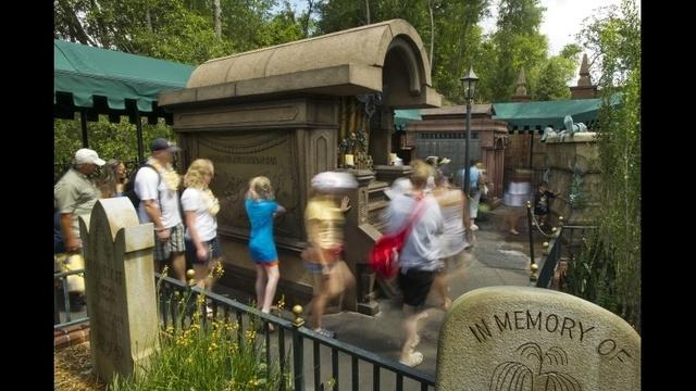 Mansion-queue.jpg_18253592