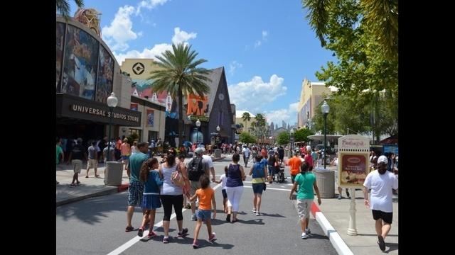 crowds-jpg.jpg_21796254