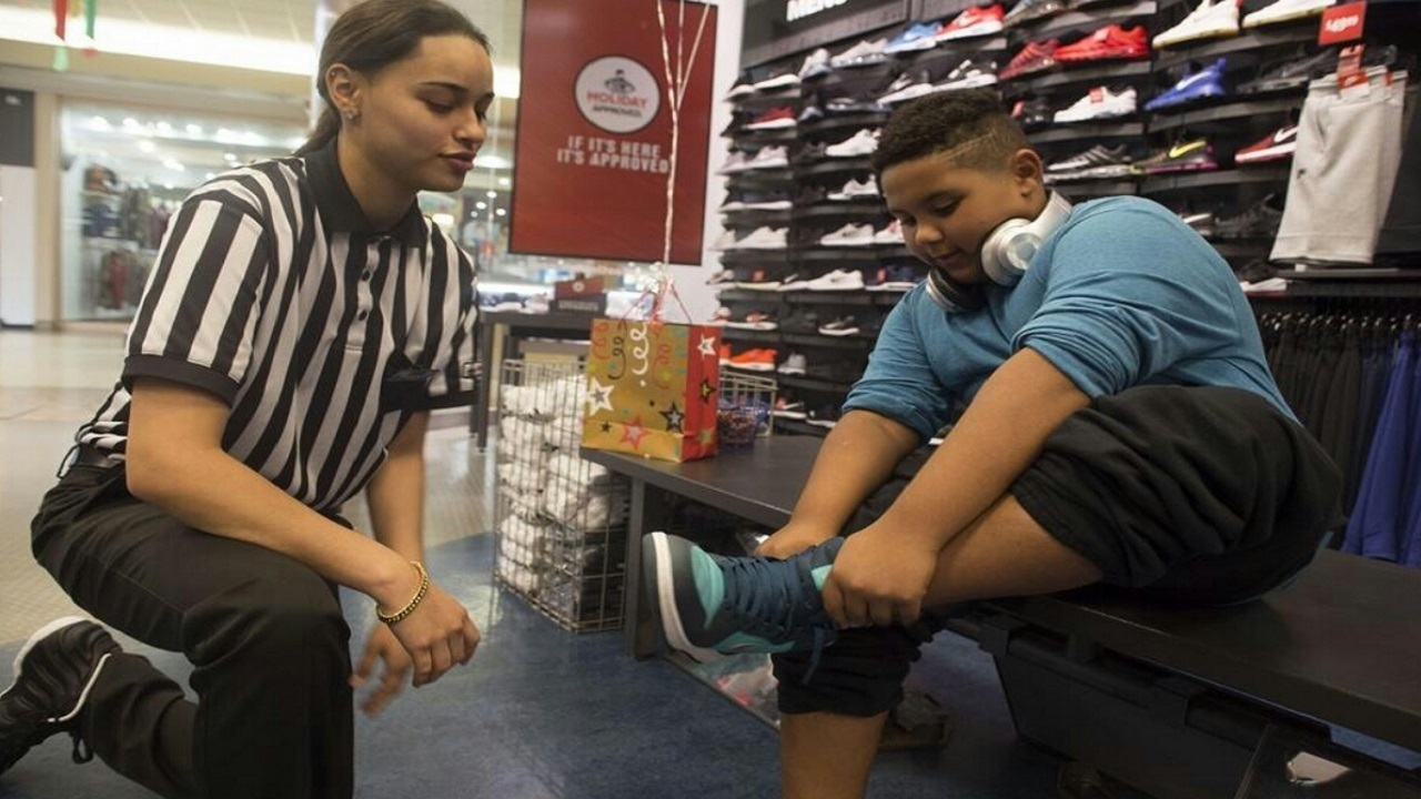 Foot Locker Employee Honored For Random Act Of Kindness