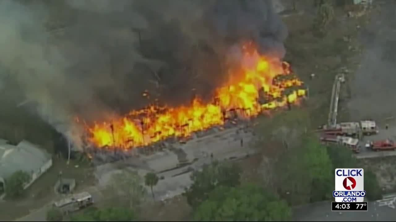 large fire breaks out at tymber skan condos in orlando. Black Bedroom Furniture Sets. Home Design Ideas