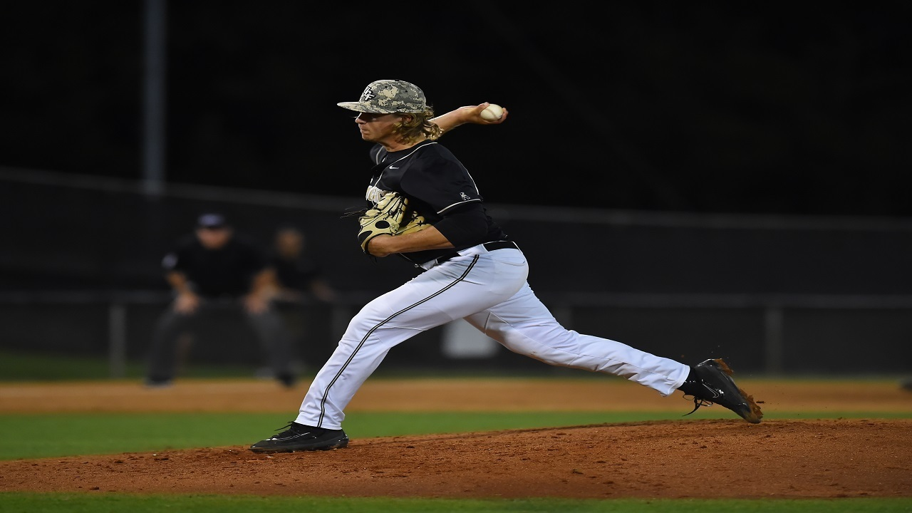 Howell_1495168606610_9778889_ver1.0_1280_720 UCF baseball drops game one of crucial series versus I-4 rival USF