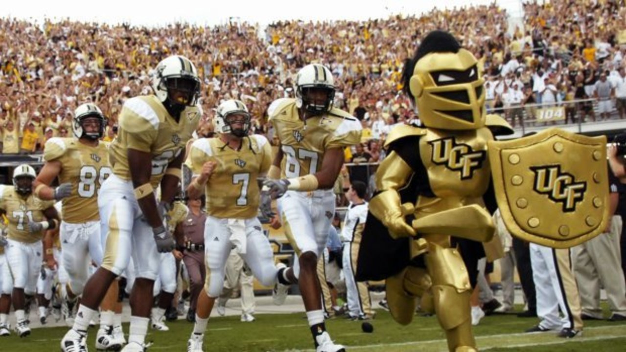ucf-mascott-and-football-al-messerschmidt-getty-images-sport_1504108135031_10428277_ver1.0_1280_720 6 best places to watch UCF football in Central Florida