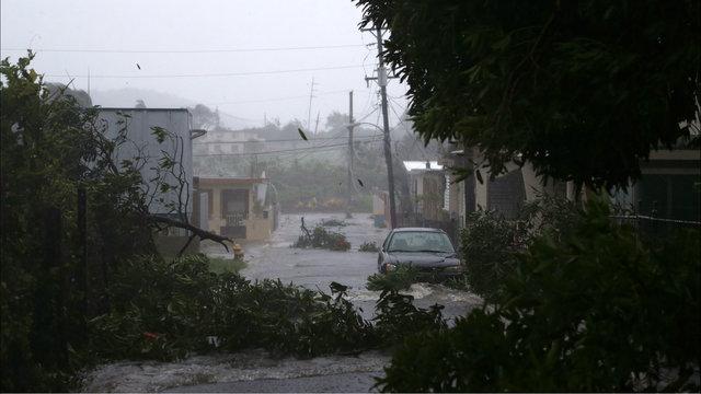 Thousands lose power as Irma nears south Florida