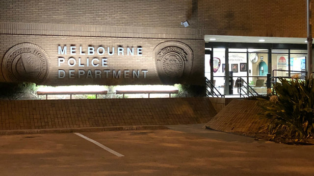 Melbourne police negotiating with barricaded man