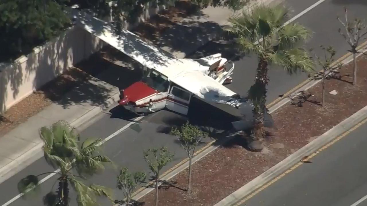 plane crash lands onto kissimmee road