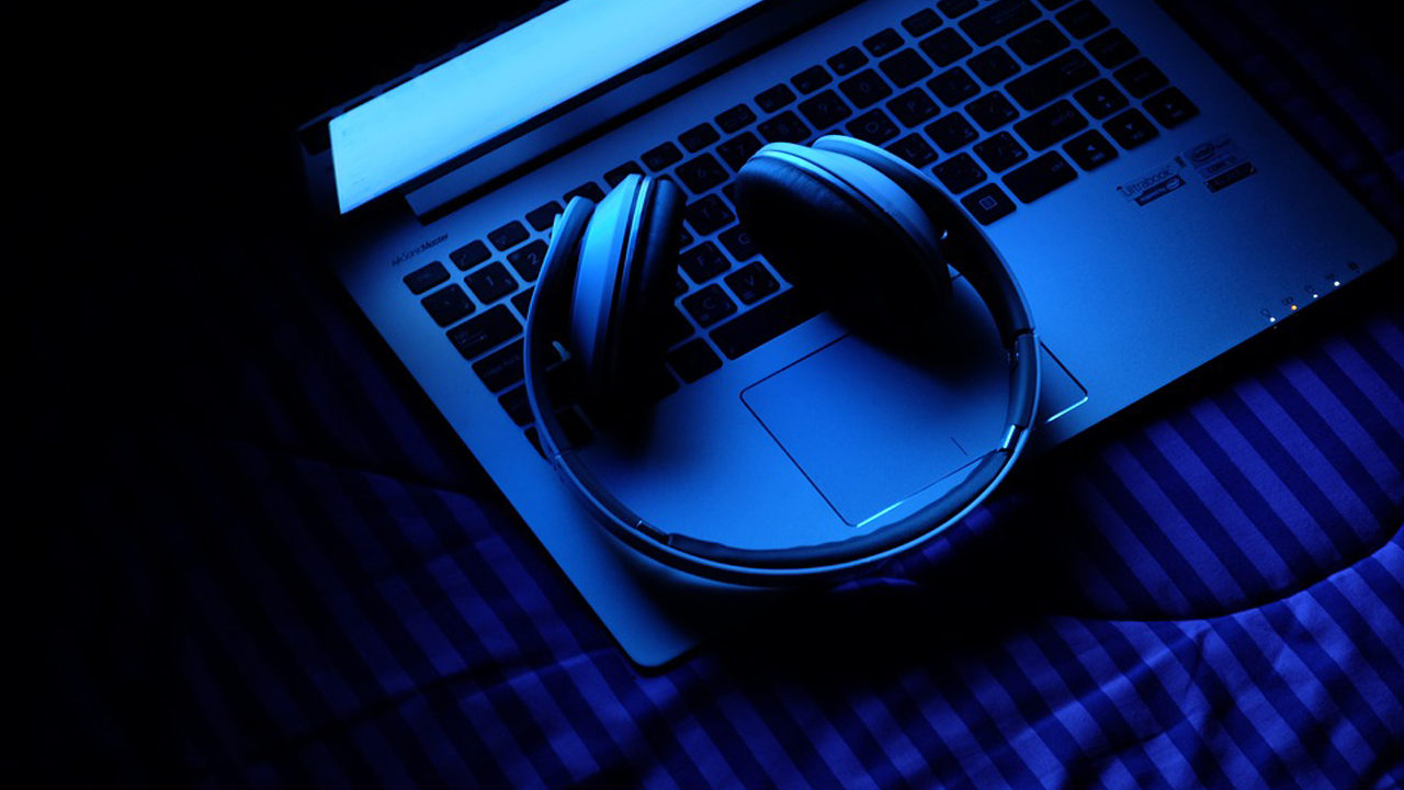 laptop_1539631880049_12812390_ver1.0_1280_720 ASMR phenomenon: Millions of people listening to everyday sounds on YouTube to relax