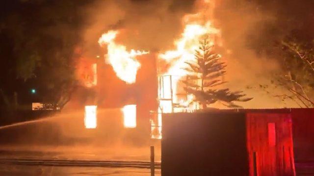 Fire destroys Daytona Beach building