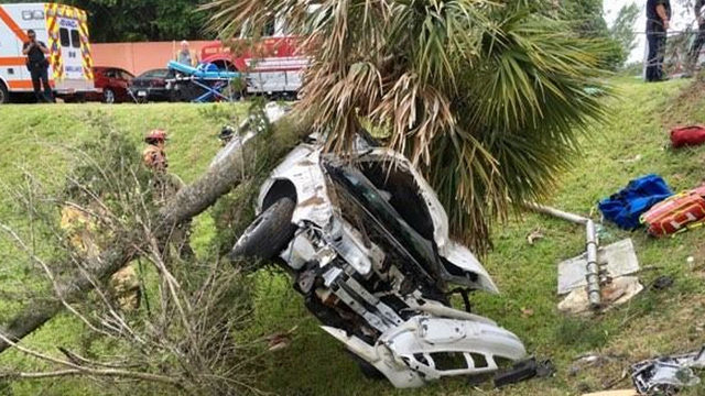 Driver uninjured after going through 2 trees and 1 street sign in Ormond Beach