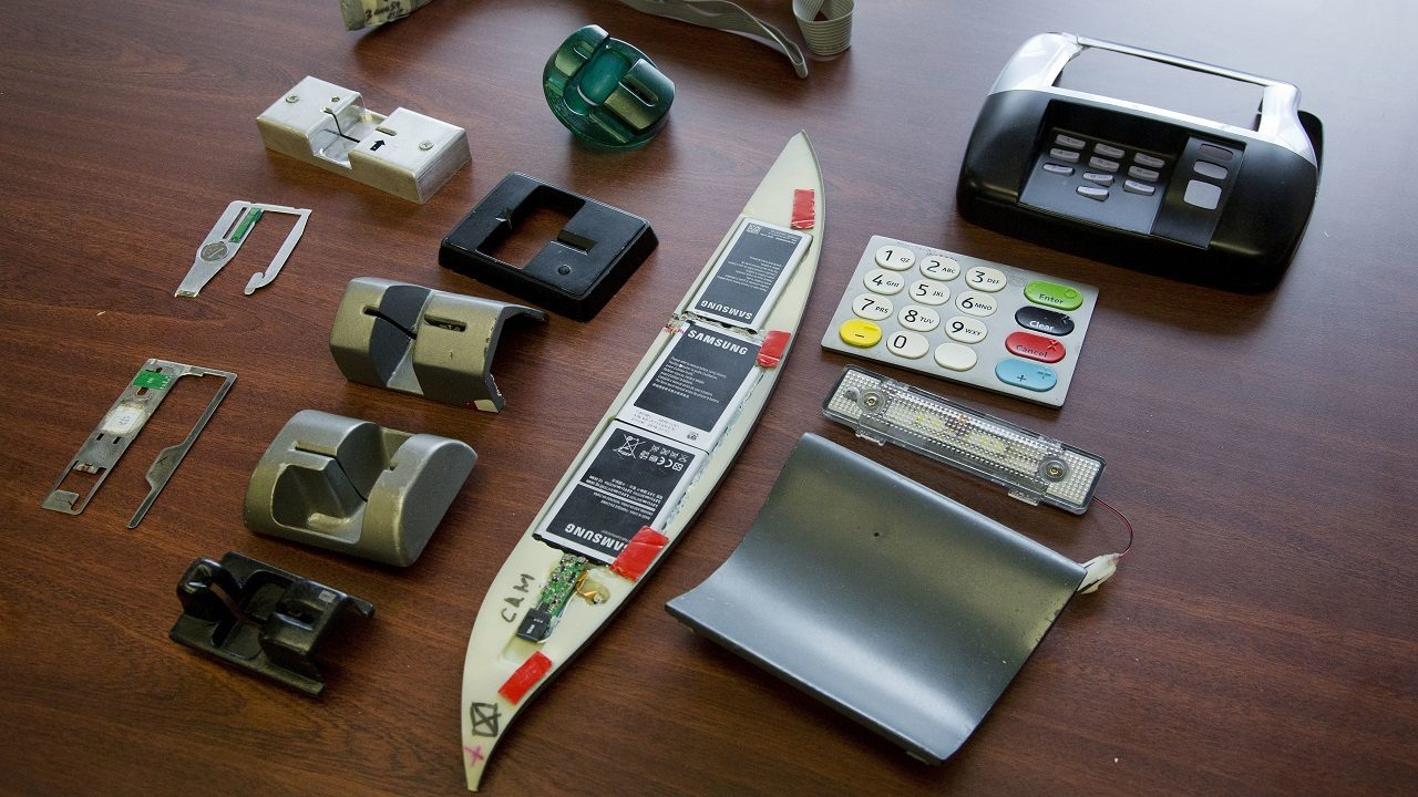 These tips can help you avoid credit card skimmers