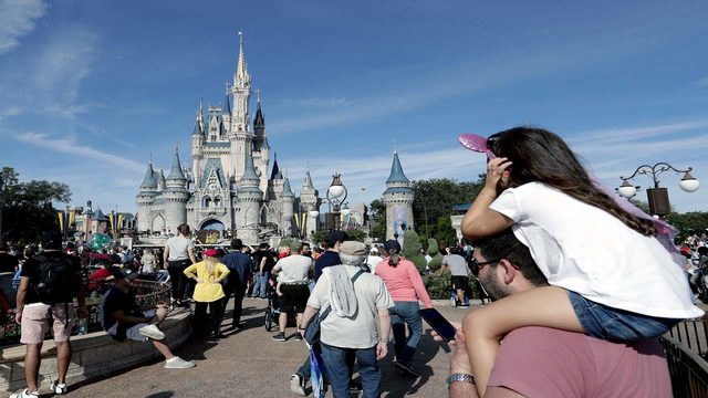 Signs will now be allowed at 'College GameDay' at Disney's Magic Kingdom
