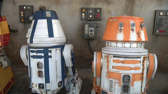 Here's how to stay busy while you wait in line at Star Wars Galaxy's Edge