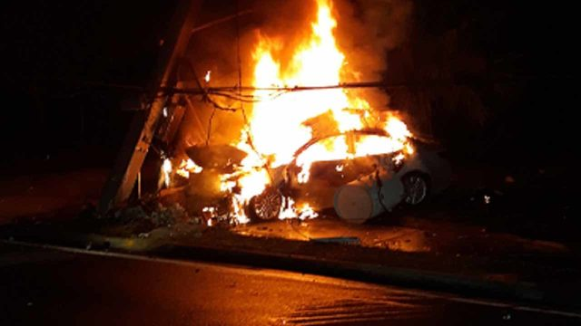 Driver breaks window, crawls to safety after fiery crash in Ocala