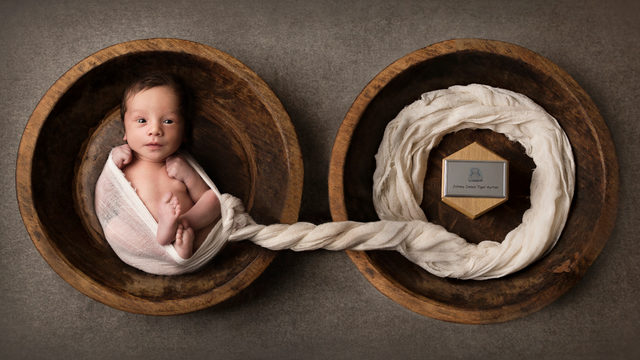 Mom goes ahead with newborn photos, despite loss of one of her twins