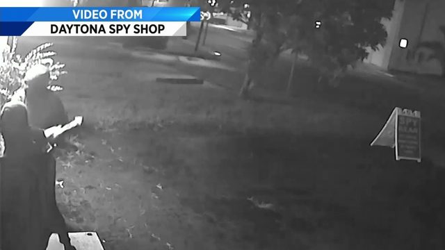 Surveillance cameras catch burglary fail in Daytona Beach