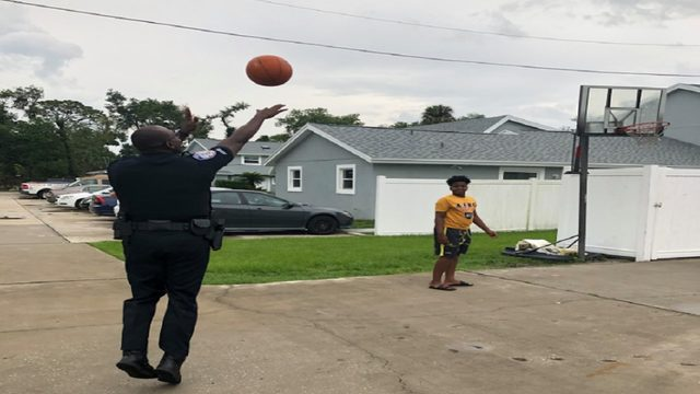 Longwood Officer shoots hoops with neighborhood kids during power outage