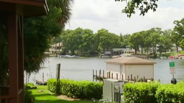 Authorities search for plane in Lake Maitland