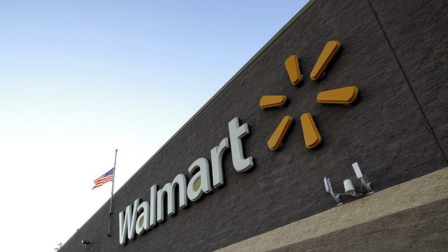 Naked man running through Florida Walmart parking lot arrested