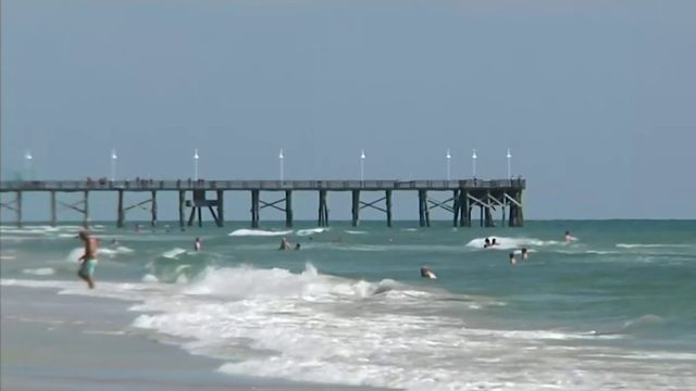 Tourists find ways to beat the heat in Central Florida
