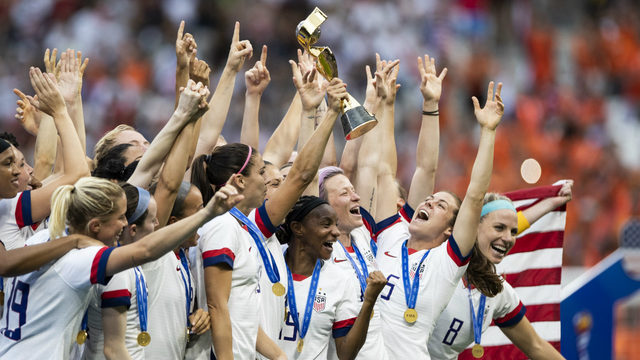 Celebrities react on Twitter to U.S. women winning World Cup