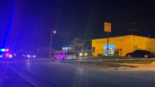 Man shot, killed at convenience store in Pine Hills
