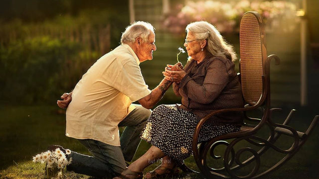 These engagement-style photos of elderly couples will make you smile, guaranteed