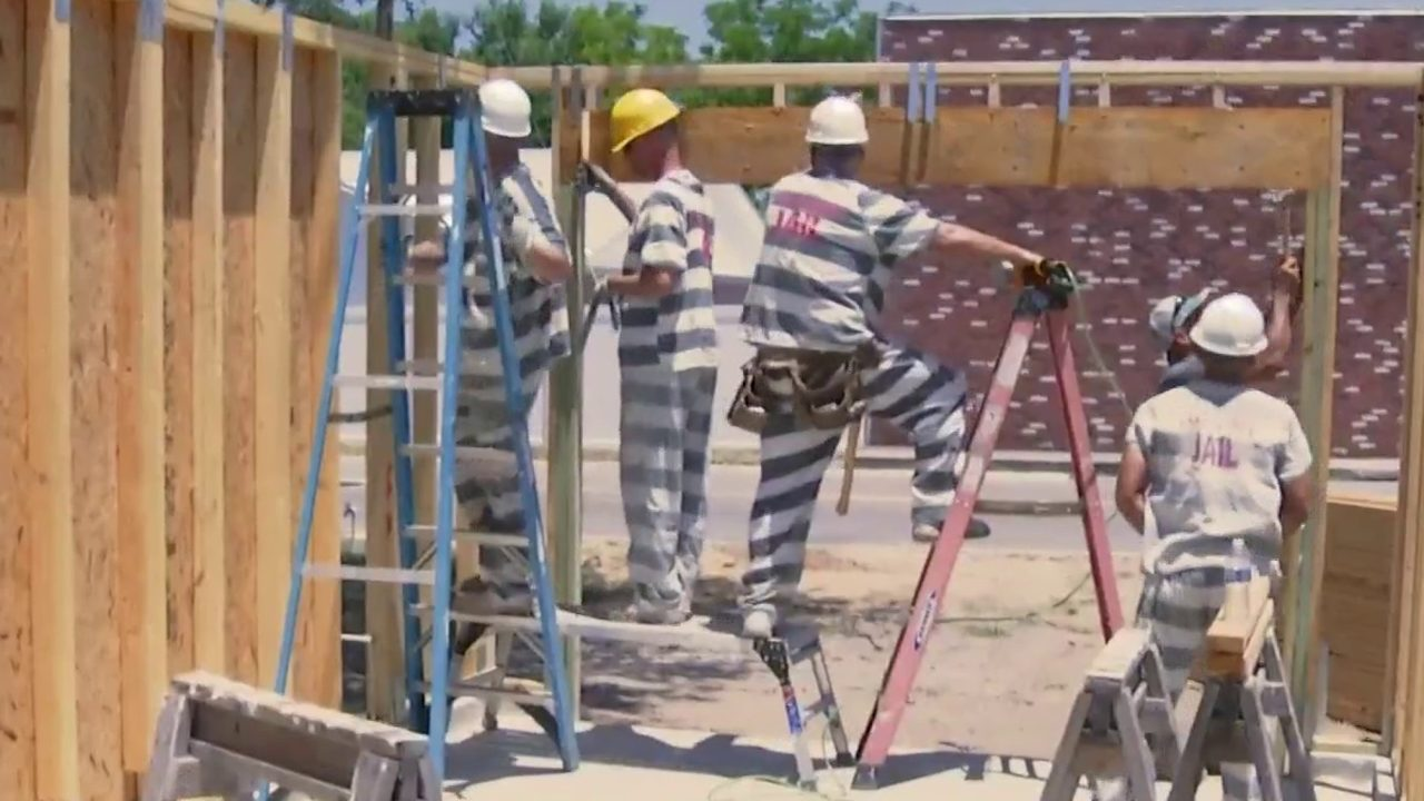 How do inmates stay out of jail? By learning to build houses,