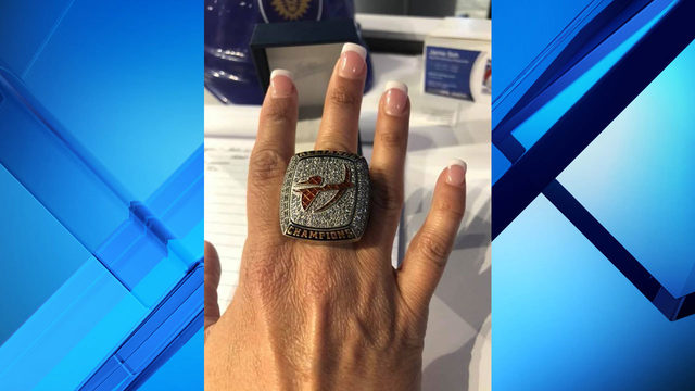Jamie Seh receives championship ring from Orlando Apollos