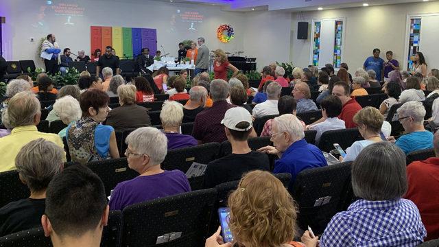 Vigil held in Orlando to honor victims of El Paso, Dayton shootings