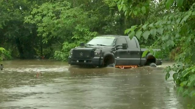 Flooding forces families out of homes in Ocala