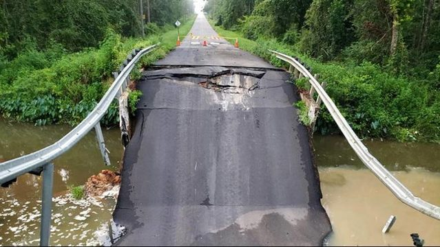 Cars go airborne after bridge collapses near Florida-Georgia line