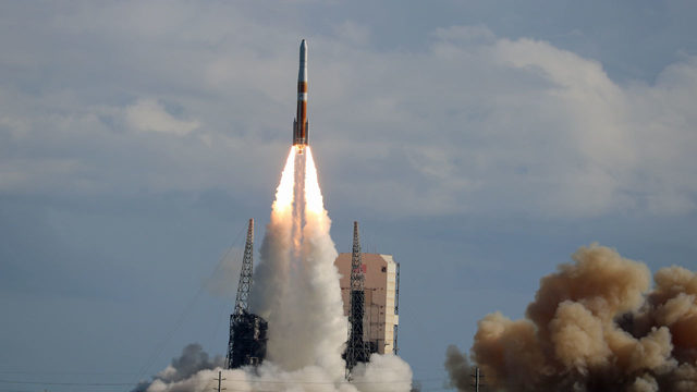 Final Delta IV soars on last mission