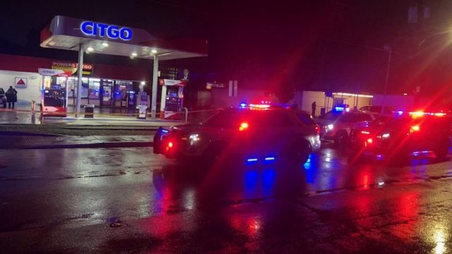 Gas station employee shot during robbery, Orange County deputies say