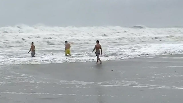 Rough surf draws crowds in Cocoa Beach