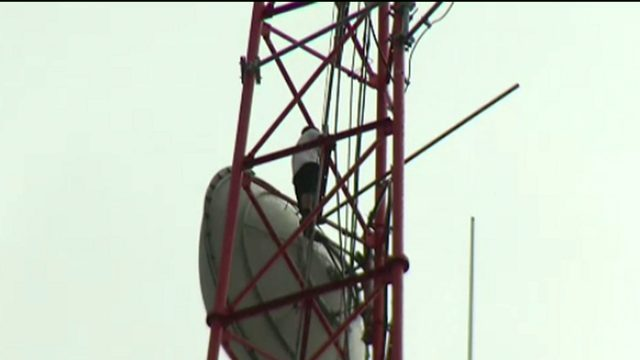 Man begins climbing down from News 6 tower