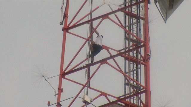 WATCH LIVE: Man climbs down from WKMG tower