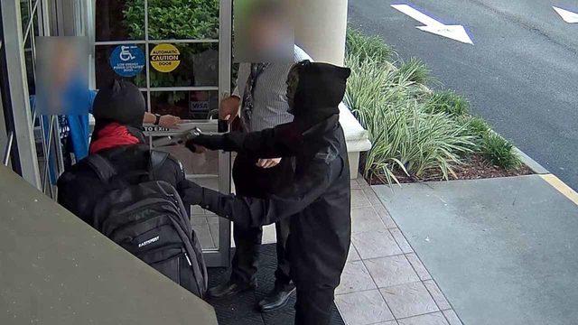 Masked pair robs Osceola bank employees at gunpoint, deputies say