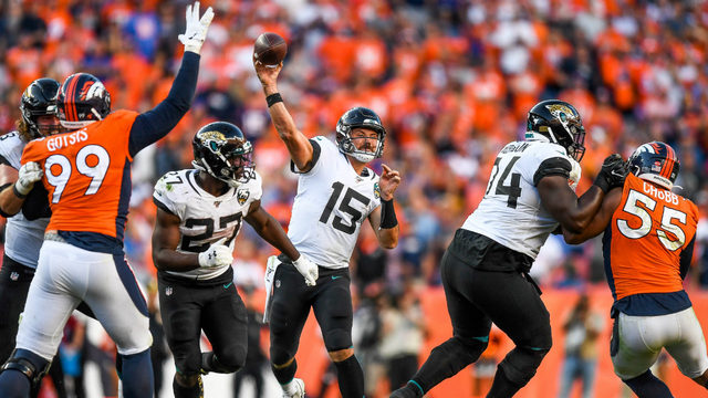 Fournette leads Jags' 26-24 comeback over Broncos