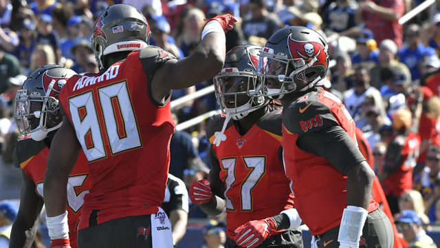 MONDAY HUDDLE: Is Bucs win at LA sign of things to come?