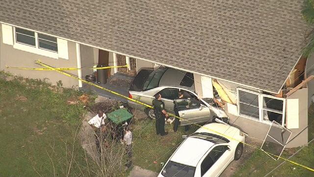 VIDEO: Car crashes into Orlando home, causing major damage